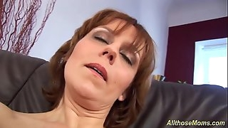 hairy Mature fingerblasting her humid pussy